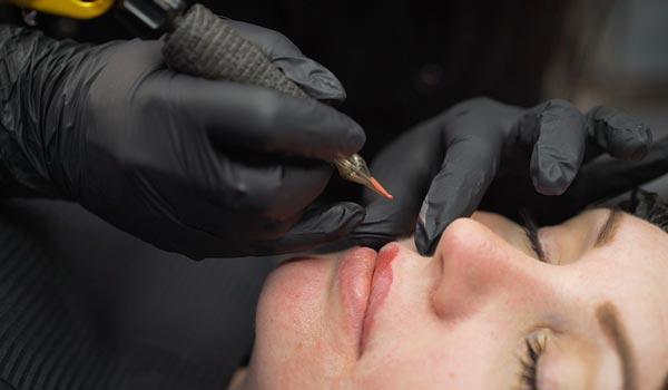 cosmetic tattooist